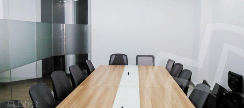 峰巢工坊众创空间办公室图片